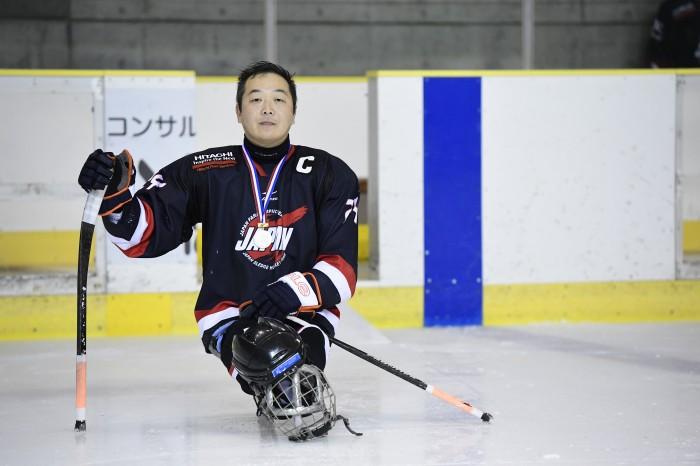 表彰式後のキャプテン、須藤悟