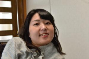 電動車椅子サッカー選手、永岡真理 自宅にて