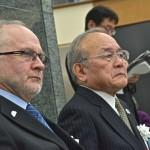 森喜朗のスピーチを聴く(左から)IPCフィリップ・クレーヴァン会長とJPC鳥原光憲会長