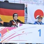 大回転女子、座位の表彰式。村岡桃佳が3位。