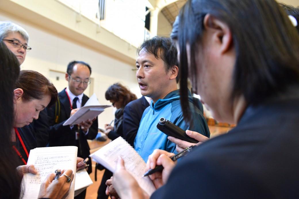 インタビューを受ける石塚智弘先生