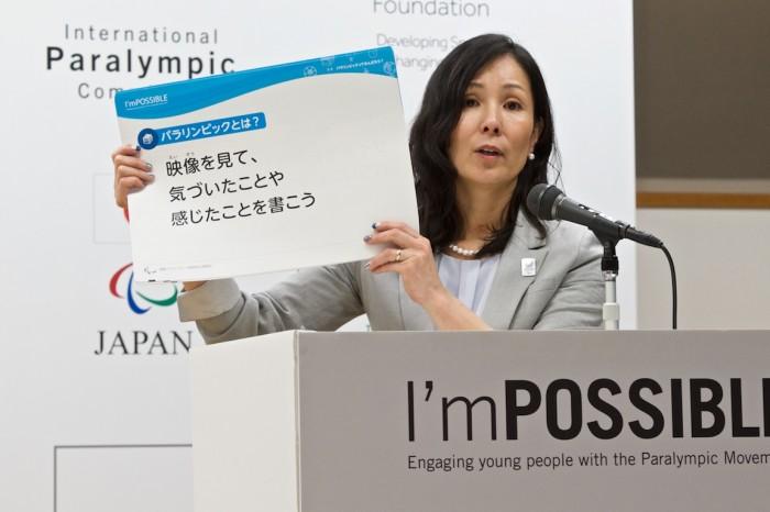 日本版の紹介をするプロジェクトリーダー・マセソン美季氏