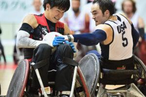 USA 対 JPNによる決勝戦で羽賀理之(2.0)とアメリカのチャック・アオキ(3.0) 写真・山下元気