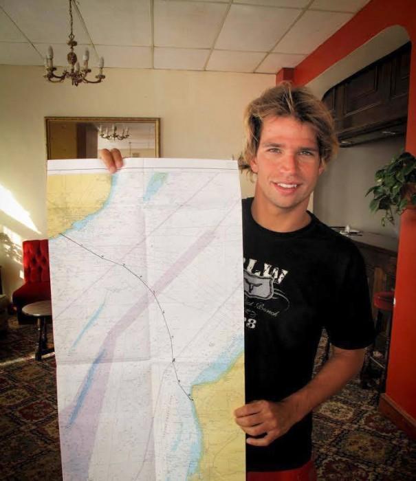 仲間とともにラ・マンシェ海峡横断のプランを考える
