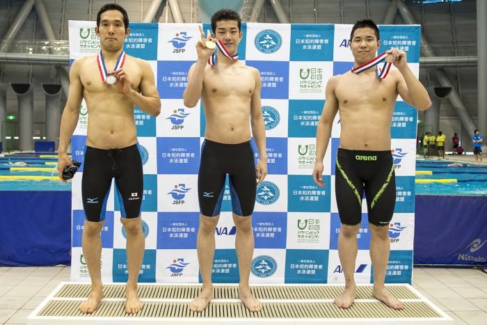 100メートル平泳ぎでロンドンパラリンピック金メダリスト田中康大に競り勝った東海林大が1位、2位・田中、3位・加古敏矢
