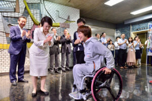 車いすマラソンの土田和歌子が、横浜市長を訪問!
