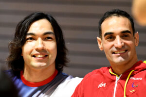 普段はイギリスでトレーニングに励み、帰国しての大会出場となる鈴木孝幸とライバルのスペインの金メダリスト、ミゲル・ルケ