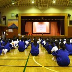 千寿青葉中学校での「心のバリアフリー教室」に集まった生徒たち