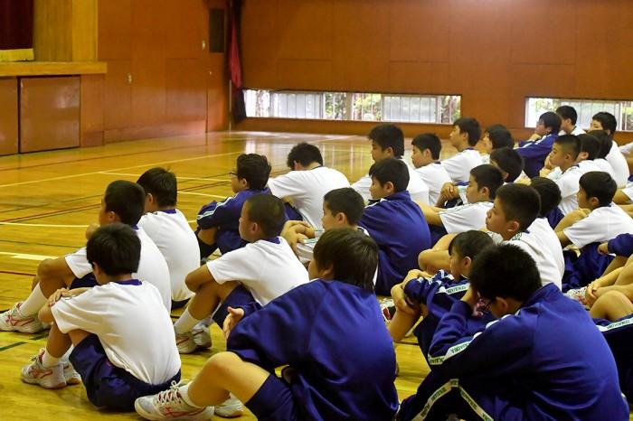 千寿青葉中学校で「心のバリアフリー教室」に集まった生徒たち