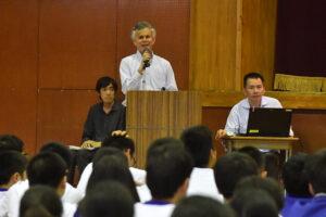 最先端のバリアフリーとは? 千寿青葉中学校で星加良司さんが講演