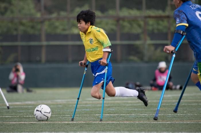 第3試合、FCアウボラーダ VS 関西Sete Estrelas で活躍した中学生の近藤碧(9番)