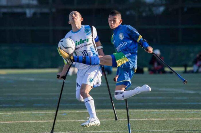 決勝戦でFC九州バイラオール萱島比呂(左)とFCアウボラーダ期待の次期エース・秋葉海人(右) 写真・矢野信夫