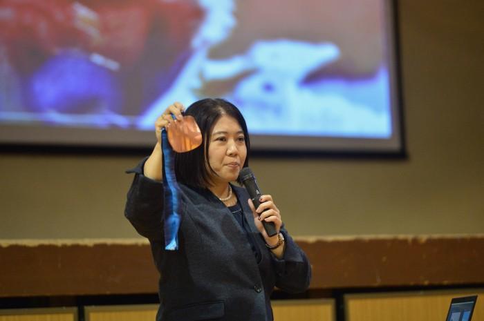 11月21日、30年ぶりの母校・横浜市立小山台中学校を訪ねた金メダリスト・大日方邦子