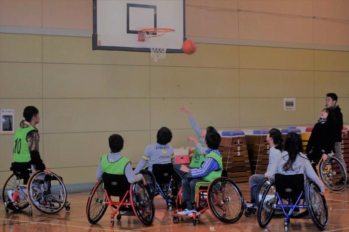 横浜ラポールの協力により開催された車いすバスケットボール体験会