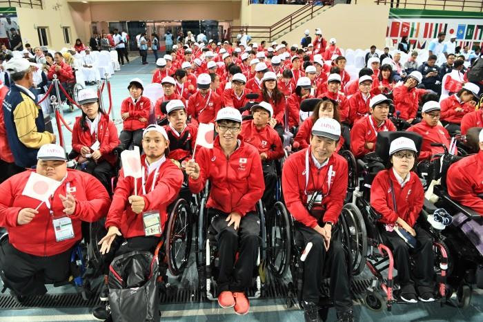 閉会式会場で 日本選手団/選手・役員143名が出席 (写真・山下元気)