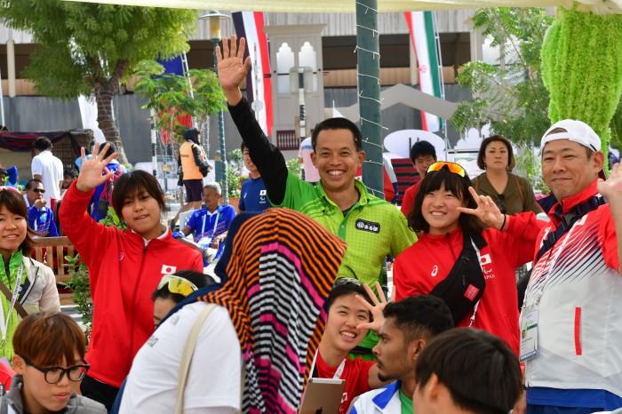 メダルセレモニーを待つ陸上日本選手とスタッフ (写真・山下元気)