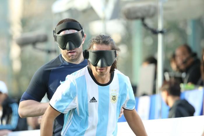 アルゼンチン4番・フロイラン・パディジャとイングランド5番ダニエル・イングリッシュ