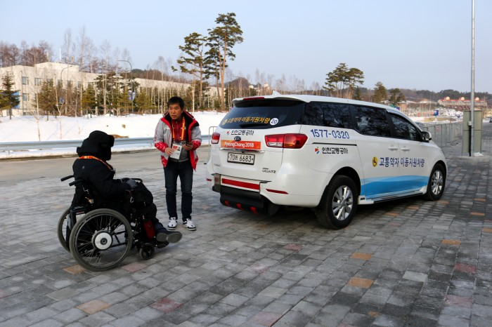 TMAタクシーは予約をすれば車椅子ユーザーと同行者が乗ることができる