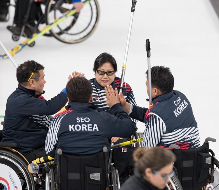 専用のカーリングレーンで練習を積んだ韓国代表チームの選手たち(写真・矢野信夫)