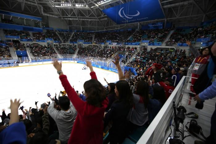 ホームの熱狂に屈せず。アイスホッケー、カナダが金メダルへ王手