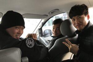 休日のおまわりさんにヒッチハイク!3人のイケメン警官に助けられる。