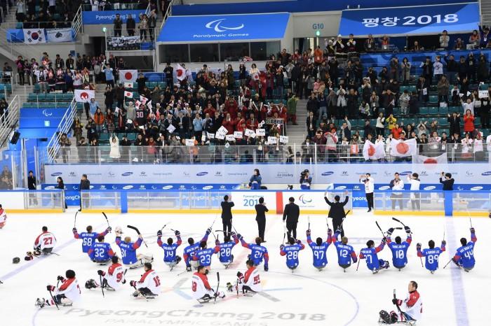 試合終了、4−1で韓国が開幕戦勝利 (写真・山下元気)