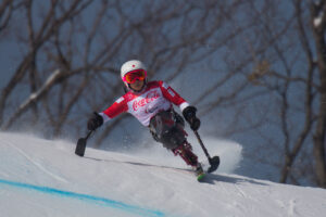 3月10日、ダウンヒル女子シッティングクラス 村岡桃佳 銀メダルの滑り 写真・堀切功