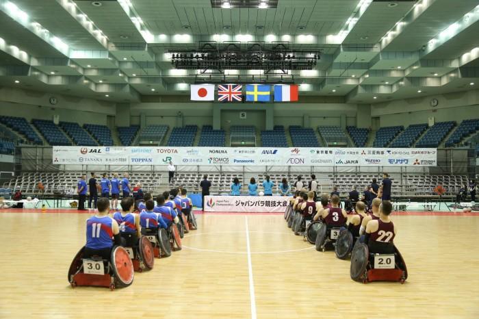開会式で国歌斉唱 (写真・内田和稔)