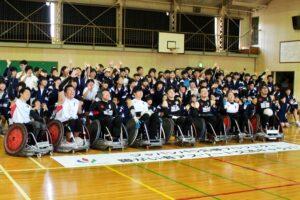中学生がウィルチェアーラグビーに挑戦!「ジャパンパラ応援プロジェクト 障がい者アスリート交流キャラバン」開催