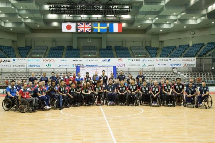 表彰式での集合写真。1位・日本、2位・イギリス、3位・フランス (写真・水口之孝)
