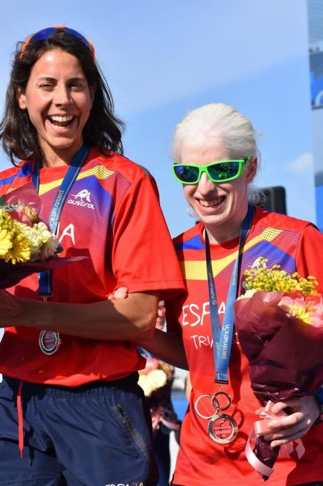 女子PTVIで優勝したスサーナ・ロドリゲス(スペイン)右の表彰式 筆者撮影
