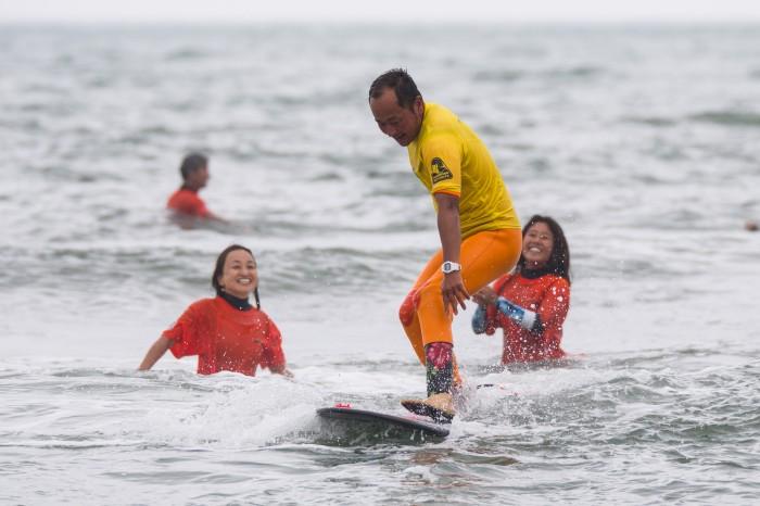 思い思いのスタイルで波に乗る選手たち<撮影:大石智久>