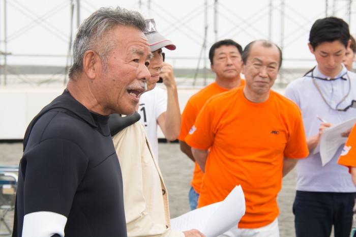 開会前の挨拶を行う阿出川輝雄・JASO代表理事 (写真・大石智久)