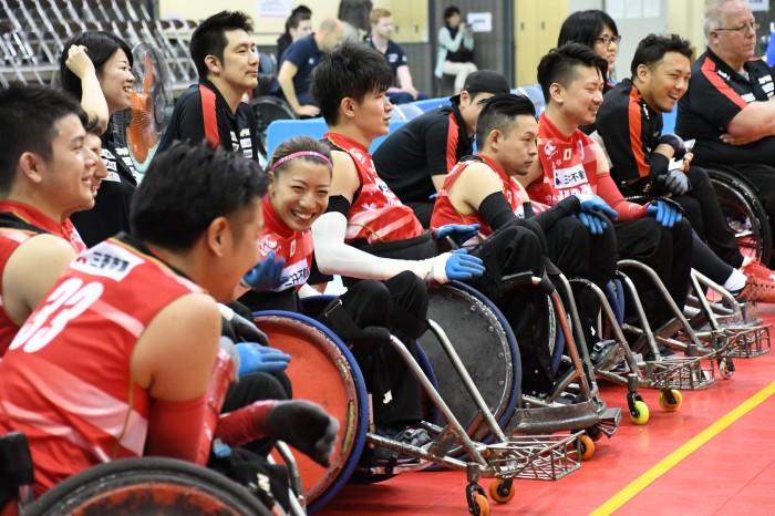 日本チームのベンチには、女子で初めて日本代表に選ばれた倉橋香衣の姿も (写真・久下真以子)