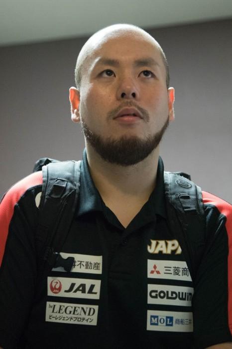 閉会式後、ミックスゾーンでインタビューに応える乗松聖矢 (写真・水口之孝)