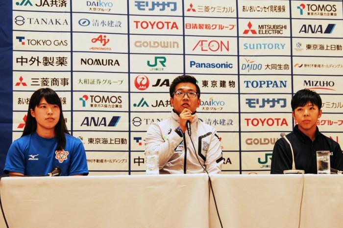左から、兎澤朋美(日本体育大学/T63)、佐藤友祈(WORLD AC/T52)、前川楓(チームKAITEKI/T63) 写真・吉田直人