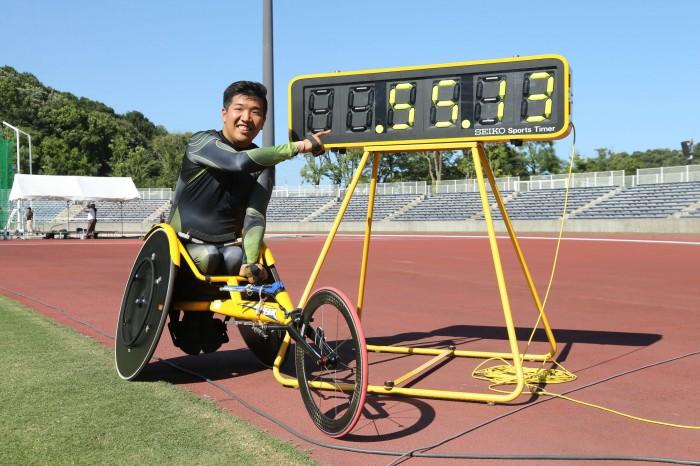 400m世界記録を表示するタイマー 写真・内田和稔