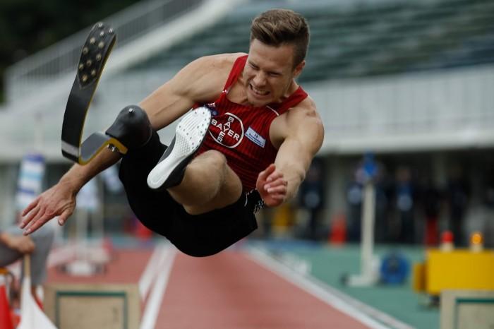 8メートル47の世界記録を更新したマルクス・レーム(ドイツ)の跳躍 写真・水口之孝