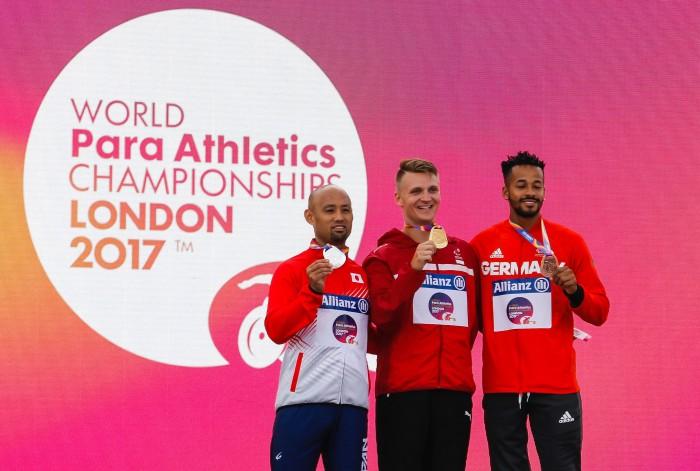 2017年7月の世界選手権(ロンドン)で行われた走り幅び跳T42(現T63)の表彰式。1位ダニエル・ワーグナー・ヨルゲンセン、2位山本篤、3位レオン・シェファー 筆者撮影