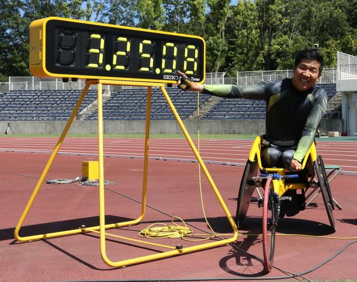 1500m世界記録を表示するタイマー 写真・内田和稔