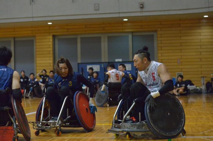 オープン戦3位決定戦。日本代表の倉橋香衣(左、BLITZ/0.5)と官野一彦(右、RIZE CHIBA/2.0) 写真・金子修平