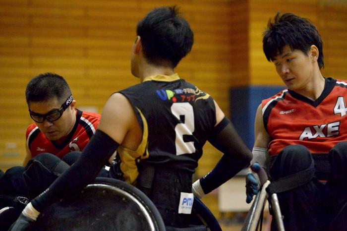 オープン戦決勝。日本代表の岸光太郎(左、AXE/0.5)と羽賀理之(右、AXE/2.0) 写真・金子修平