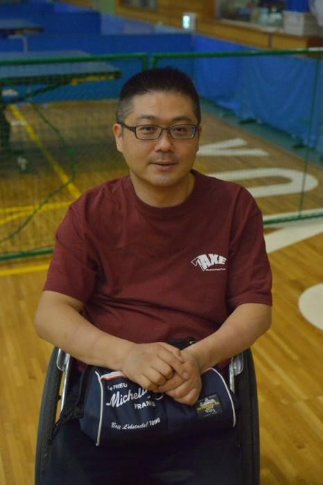 岸光太郎。日本代表最年長。プレー中もメガネかけているのが特徴。写真・金子修平