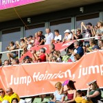 引退試合当日のスタンド中央にはパラ陸上・ドイツチームが陣取り、ハインリッヒ・ポポフの顔写真入り横断幕と、『Jump Heinrich jump!』と書かれた横断幕が掲げられた。