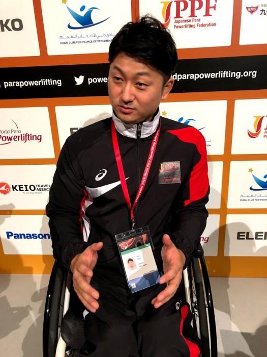 戸田雄也。パワーリフティングは3年半。車いすカーリングでのチーム名は「チーム戸田」