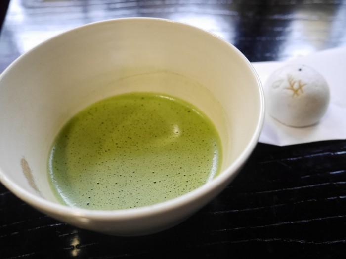 外国人にも好まれる抹茶と、初秋の和菓子「初雁」