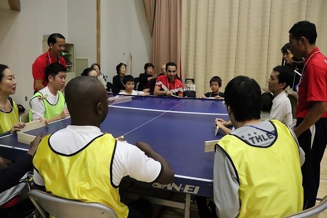 卓球バレーを楽しむ参加者
