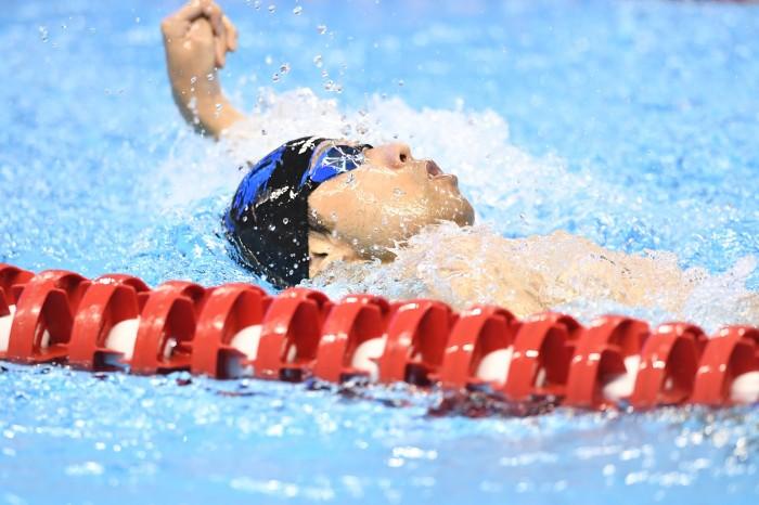 久しぶりの金メダルを獲得した江島大佑(左麻痺/シグマクシス)の泳ぎ 写真・山下元気