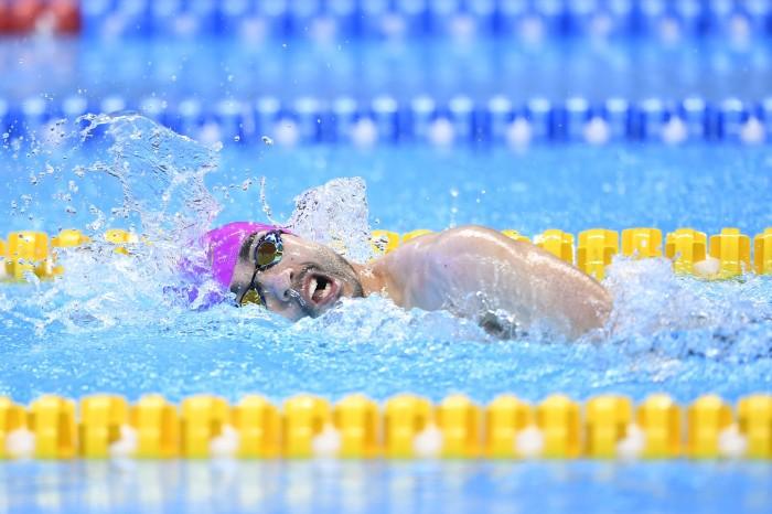 200m自由形で3個目の金メダルを獲得した鈴木孝幸の泳ぎ 写真・山下元気