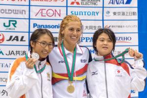 100m自由形(S14)金メダルのミシェル アロンソ・モラーレス(中央)と、銀メダルの北野安美紗(右)と銅メダルの井上舞美(左)
